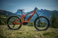Trek Powerfly 9 LT Plus im Test: In Signalfarbe über den Trail