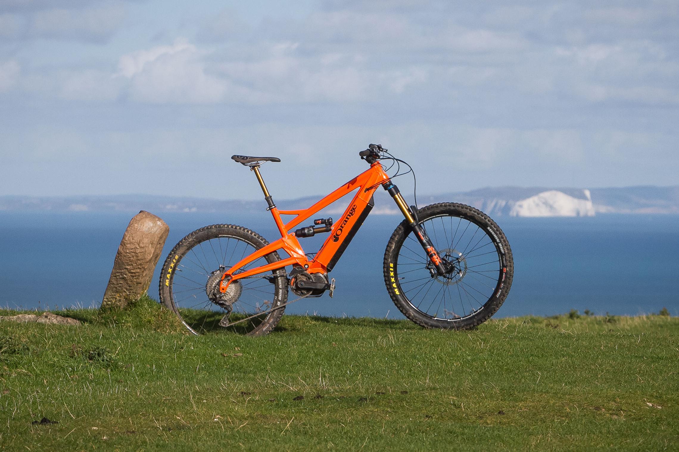 Test: Orange Alpine 6 E LE – Simpel kann auch beeindrucken! – eMTB ...
